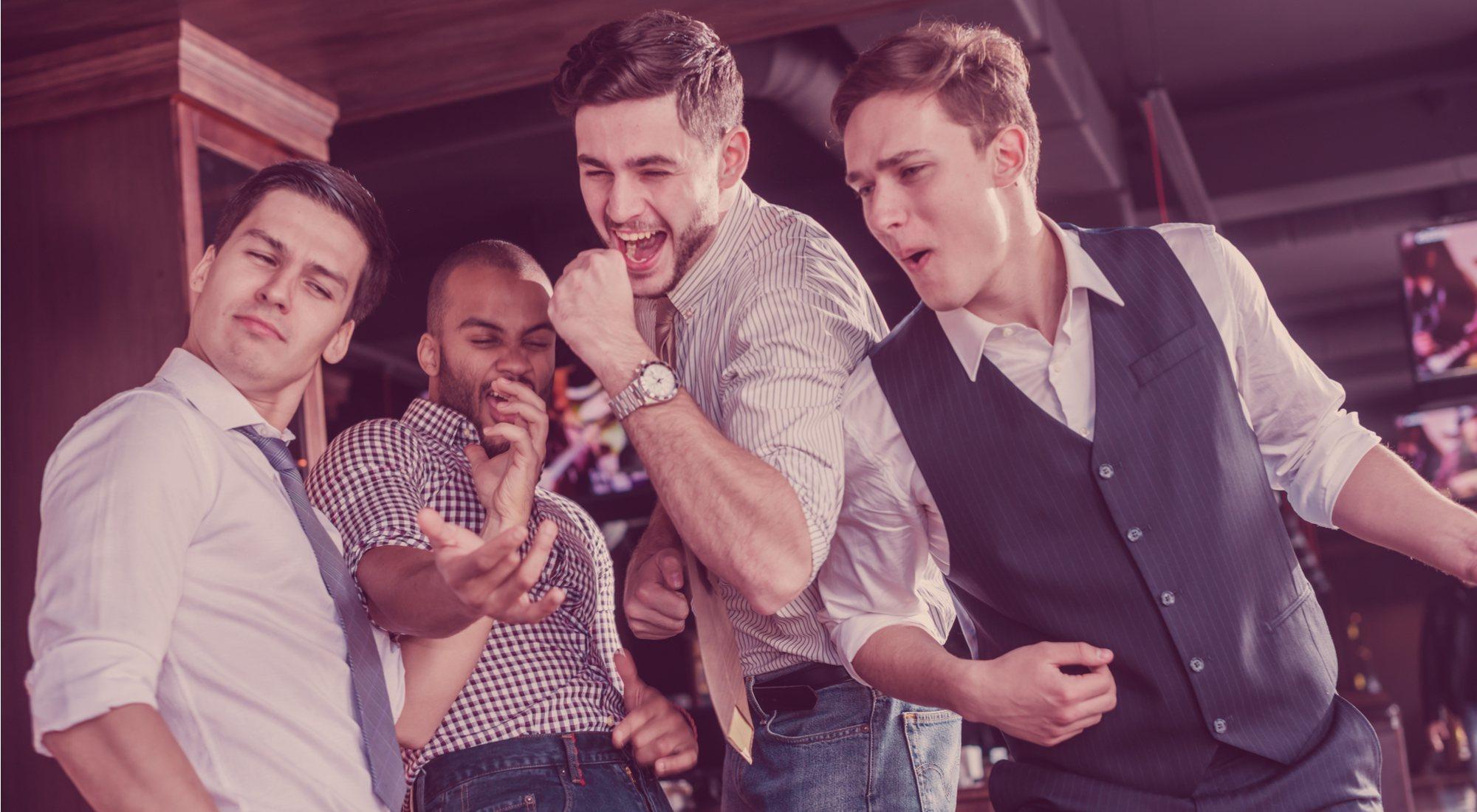 De bares, a un concierto, a un restaurante... Guía para vestir bien en cada ocasión