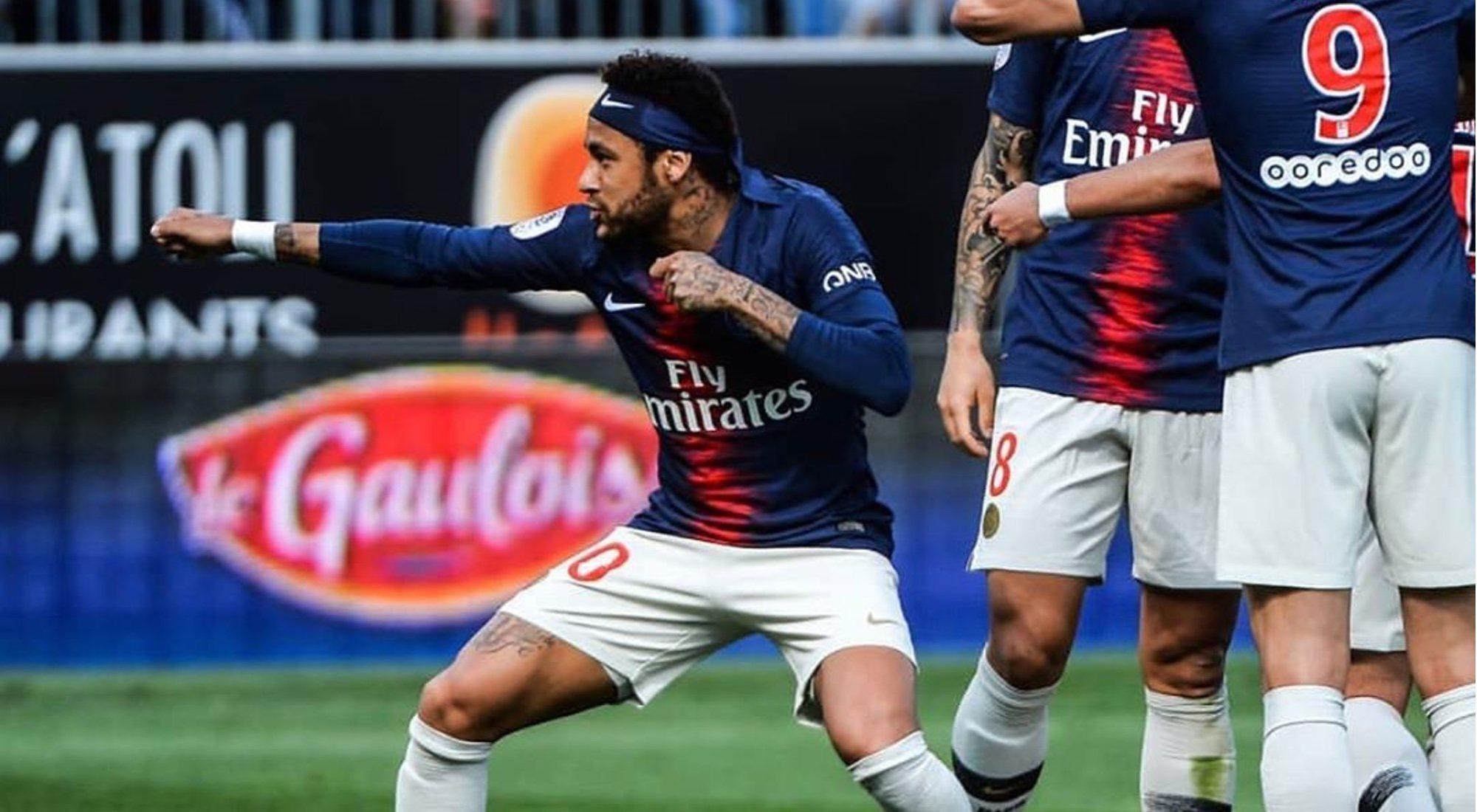 La cinta de pelo de Neymar: ¿look atrevido o excusa para ganar más dinero?