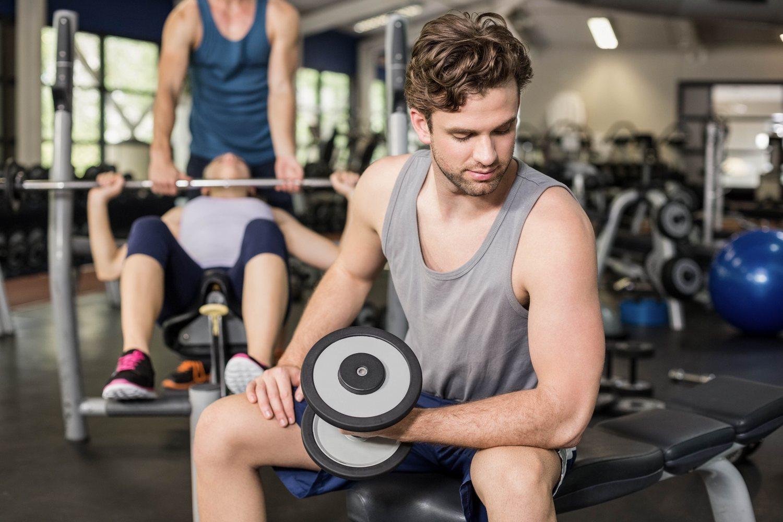 Si quieres lucir músculo o vas a hacer ejercicios que aumenten el volumen de tus brazos, los tirantes son la mejor opción.