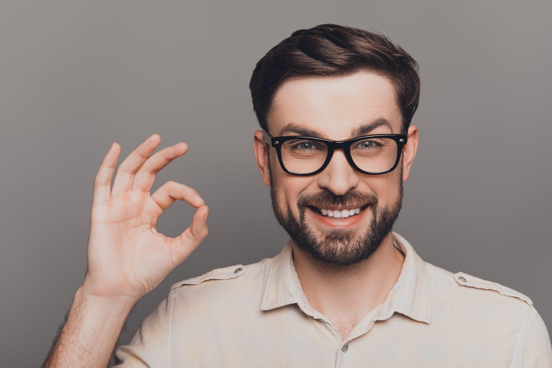 Si eres hombre, las gafas cuadradas son también una buena opción en las caras con triángulo invertido para dar dureza al rostro.