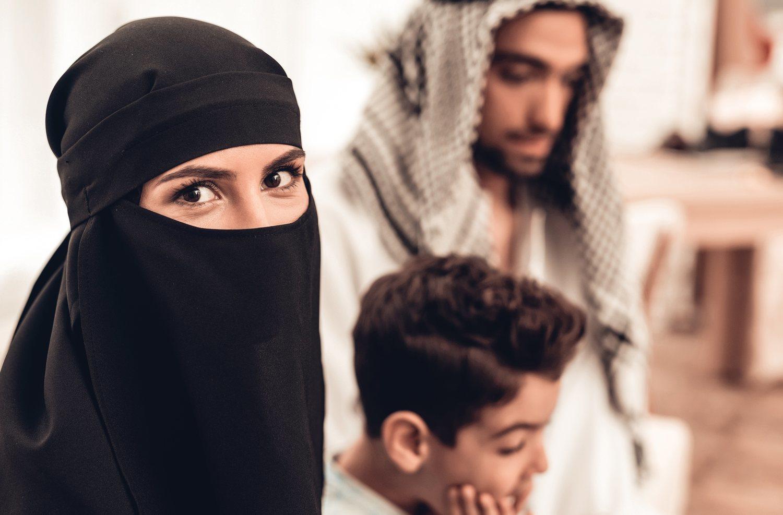 El burka representa la humillación femenina frente al hombre y dios