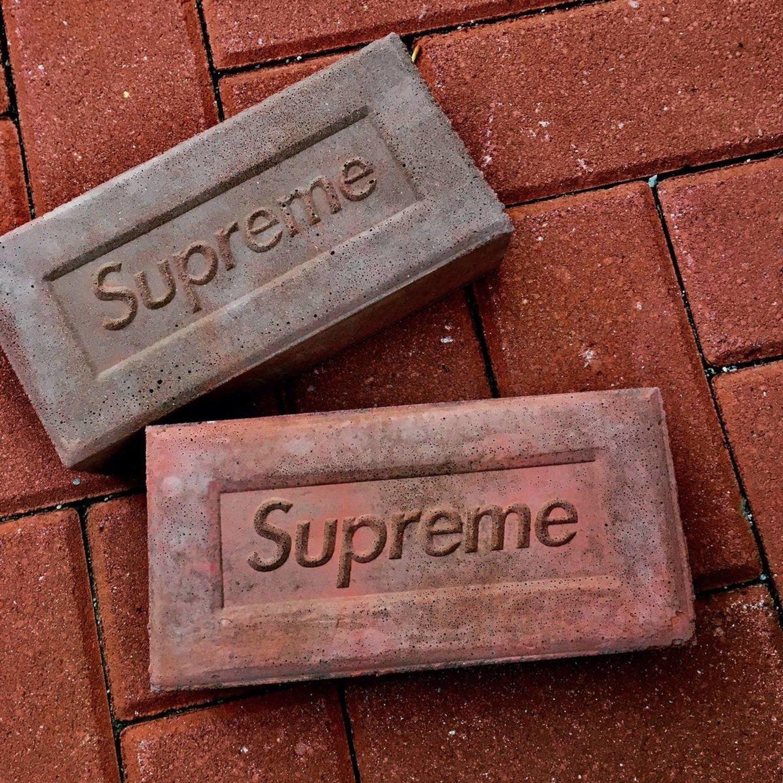 El exclusivo ladrillo Supreme, como se puede observar no tiene nada de especial