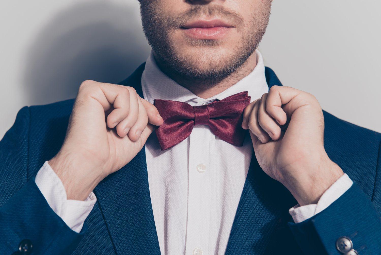 El cuello italiano es uno de los más versátiles, puesto que te permite llevar la camisa con corbata o pajarita o sin nada.