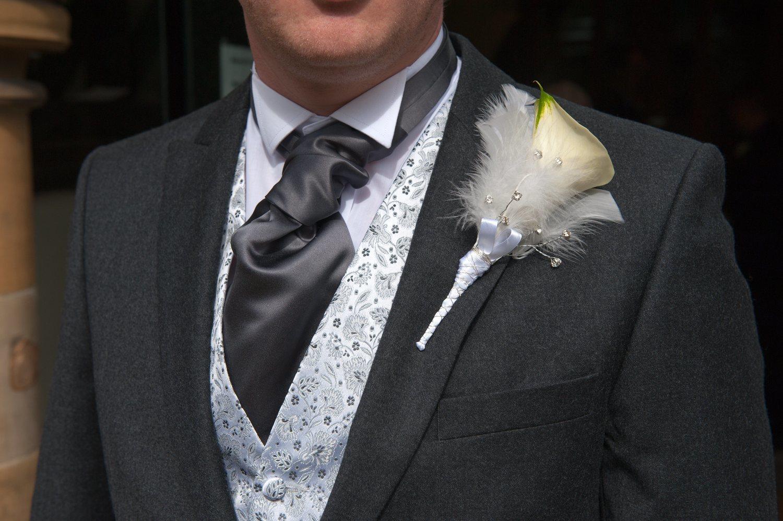 El cuello de esmoquin está ideado para las ocasiones más formales y dar más protagonismo a la corbata o pajarita.