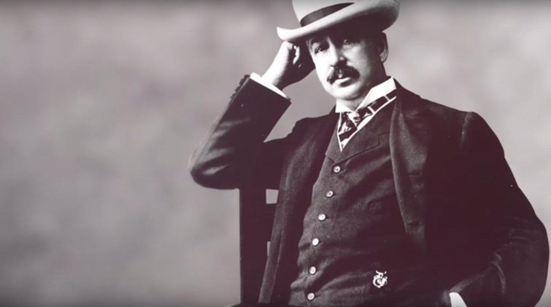 King C. Gillete transformó la industria del afeitado cuando creó en 1903 la primera cuchilla de afeitar segura de doble hoja sustituible.
