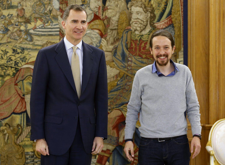 Pablo Iglesias, con jersey en una audiencia con el rey Felipe VI.