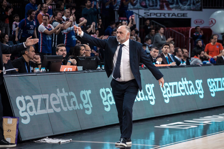 Pablo Laso, ejemplo del look clásico de los entrenadores de baloncesto.