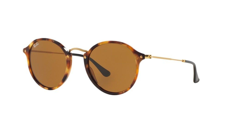 Las gafas ovaladas con estampados, como estas de Ray-Ban, son una de las sensaciones de este año.