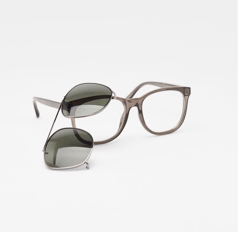 Gafas con doble montura, con cristales de sol y transparentes.