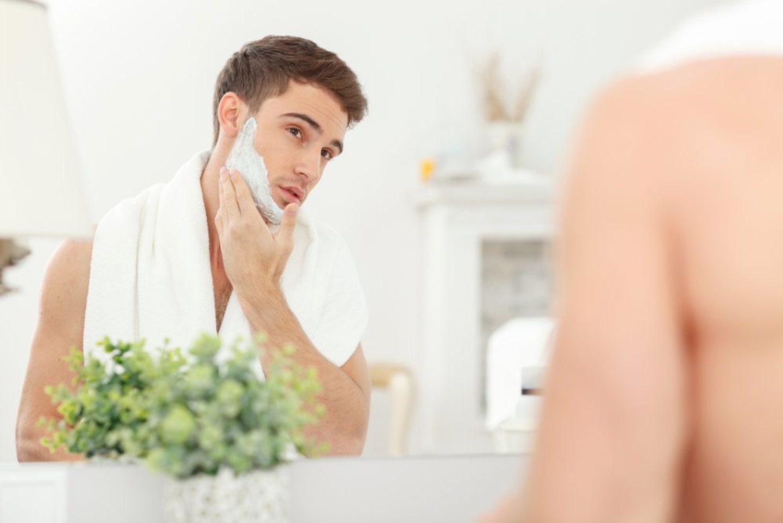 Elegir la espuma de afeitar adecuada es fundamental para tener la piel suave.