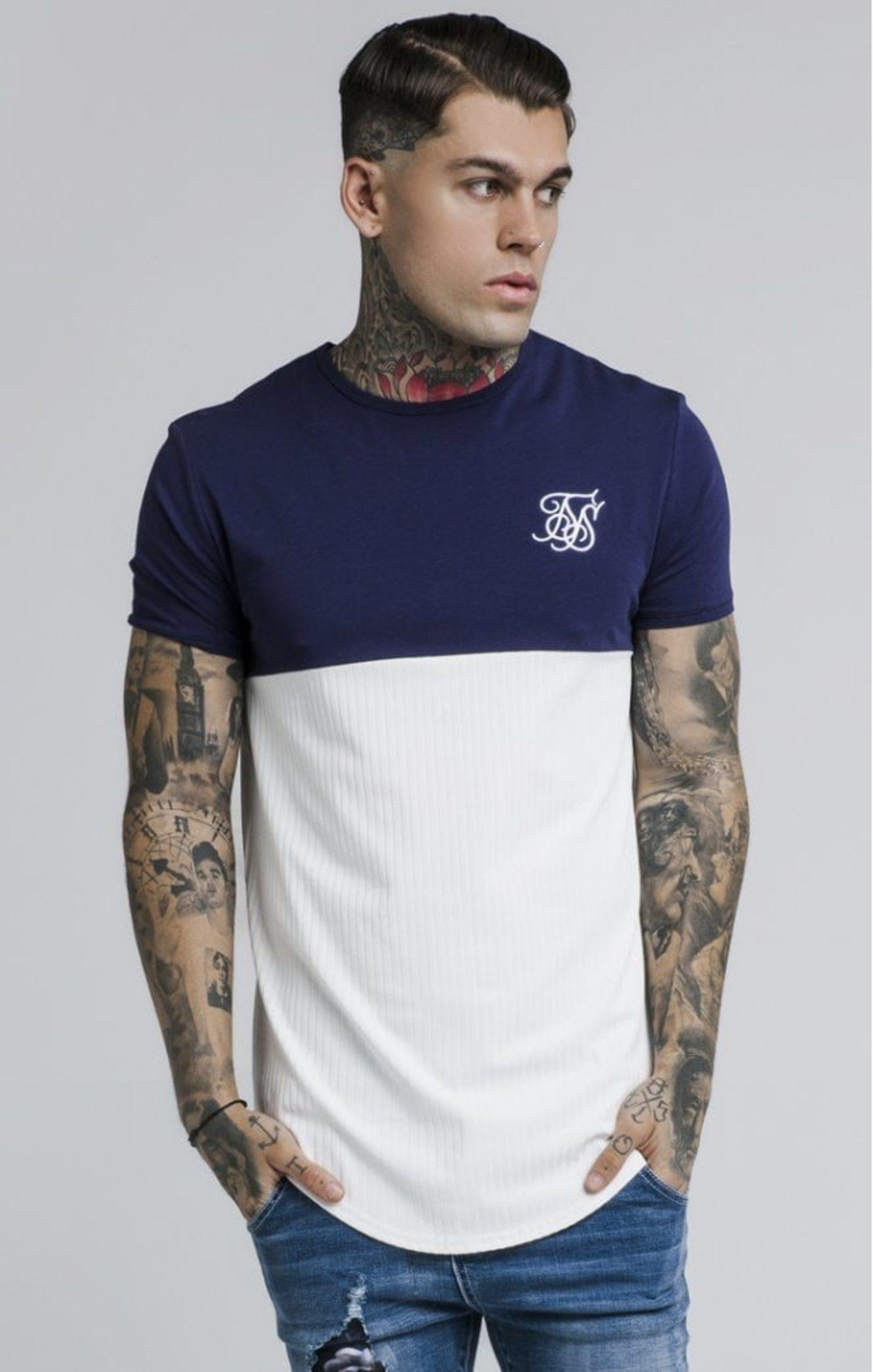 También tienen diseños más discretos como esta camiseta.