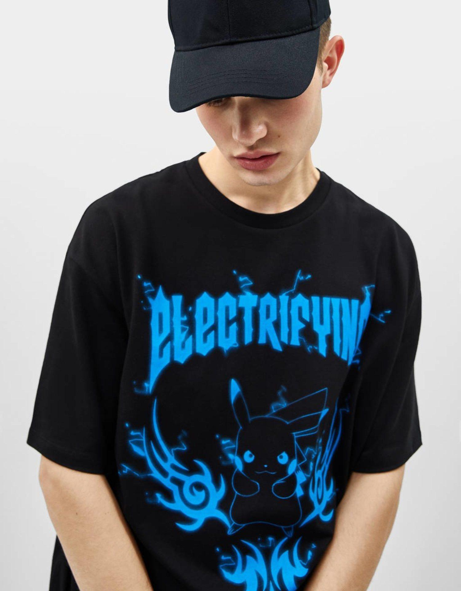 Camisa con Pikachu en azul y negro