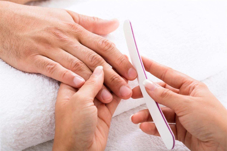 Limar las uñas es casi tan importante como su corte