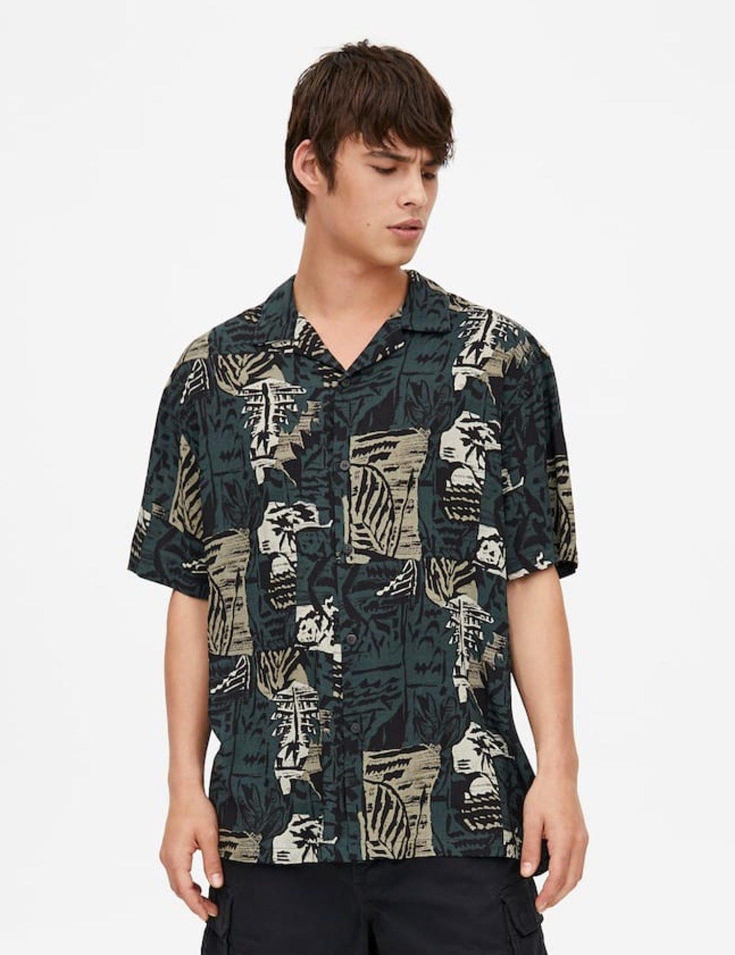 Camisa con estampado de camuflaje