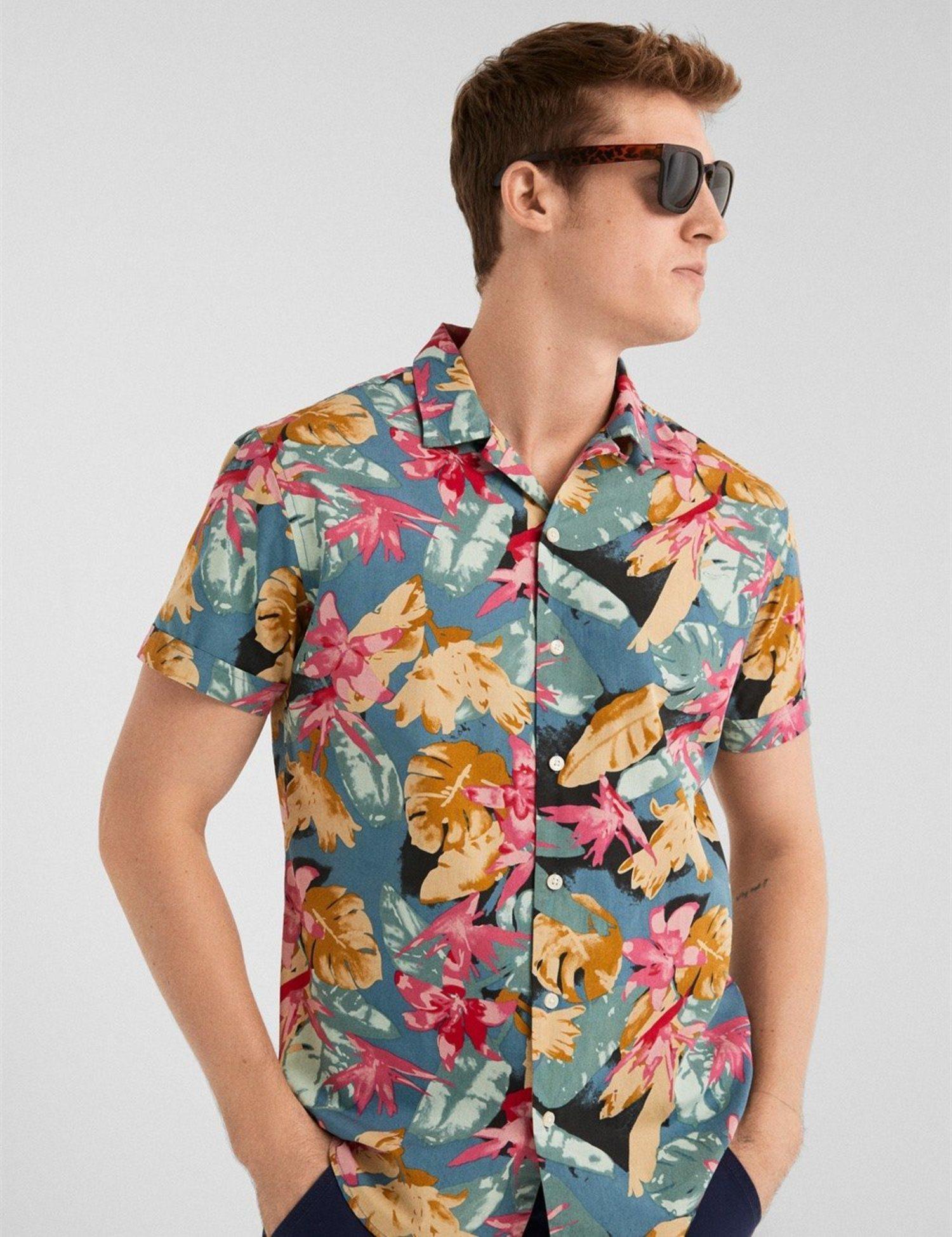 Camisa multicolor flores y mariposas