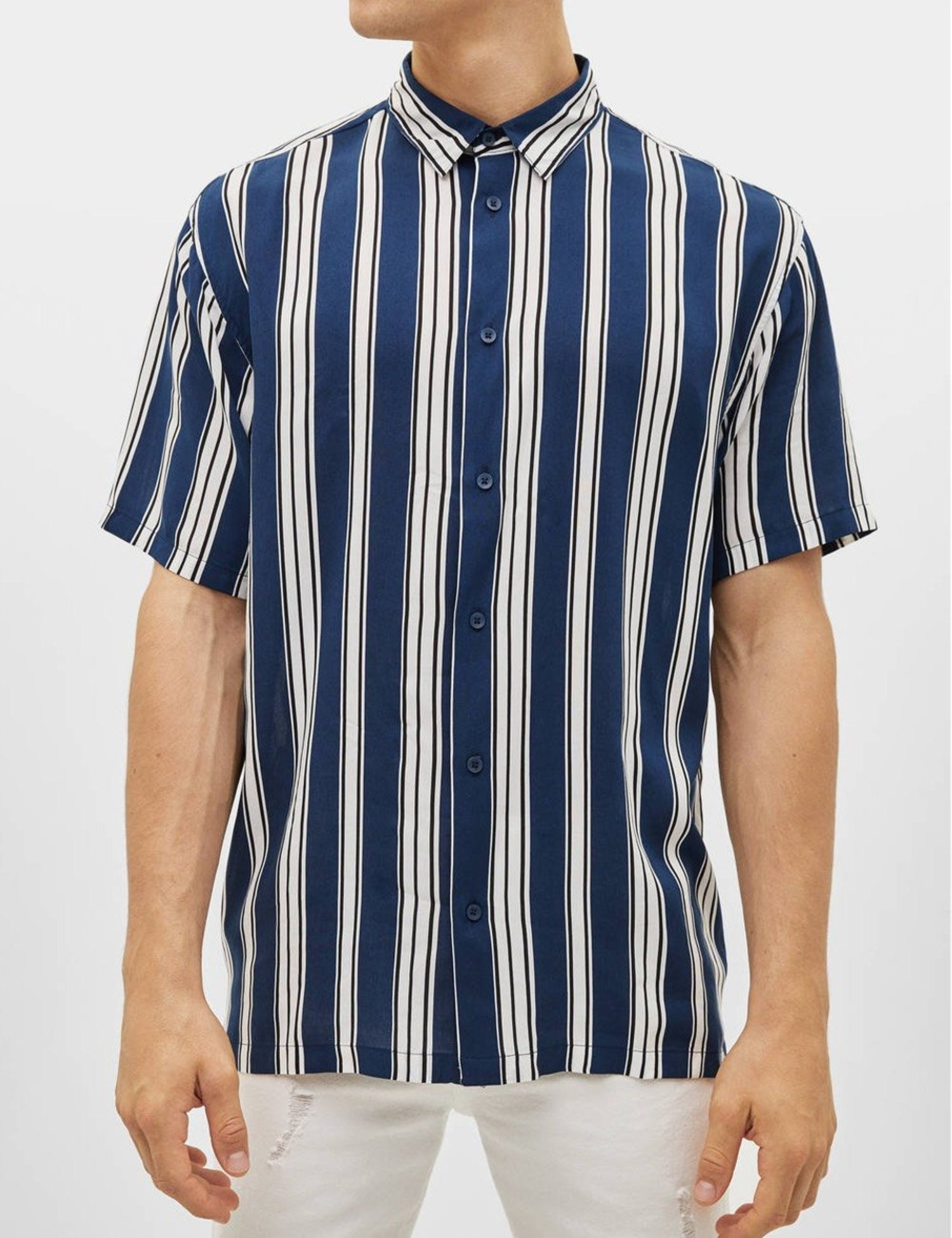 Camisa con estampado de rayas azul y blanco