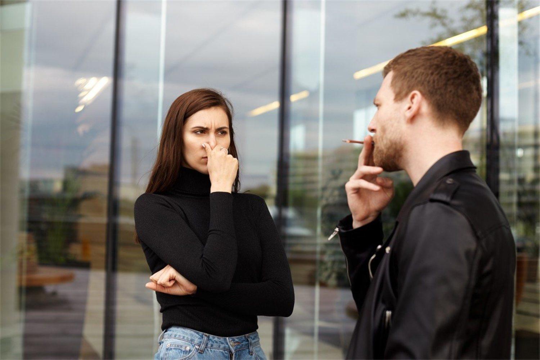 El fumador no percibe tanto el olor que deja como la gente de su entorno