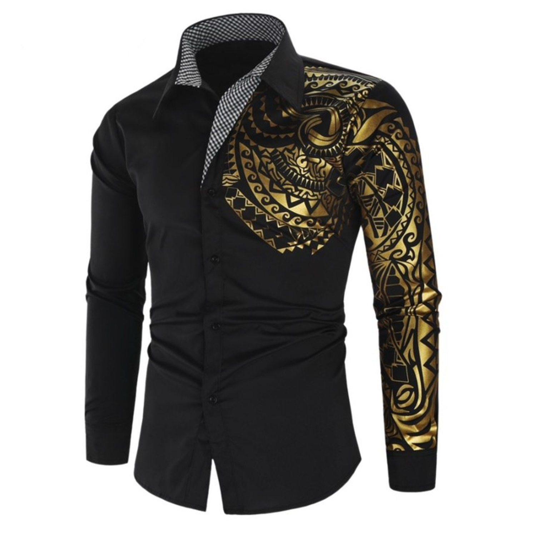Parece que la propia camisa está tatuada, pero en un dorado cani que asusta