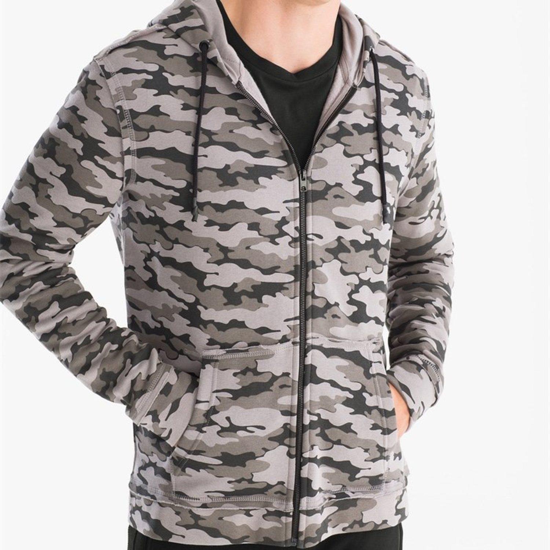 Sudadera con cremallera, capucha y estampado militar en escala de grises