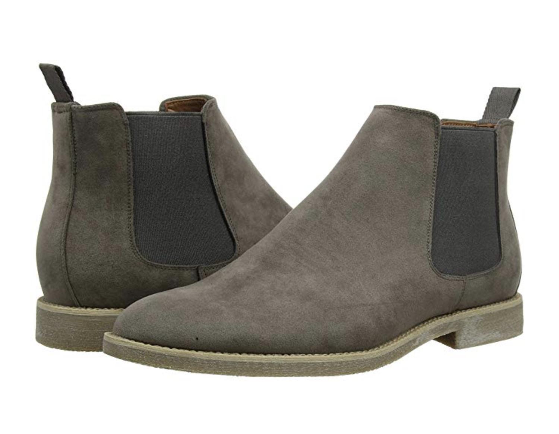 Botas Chelsea grises de cuero sintético de la marca New Look.