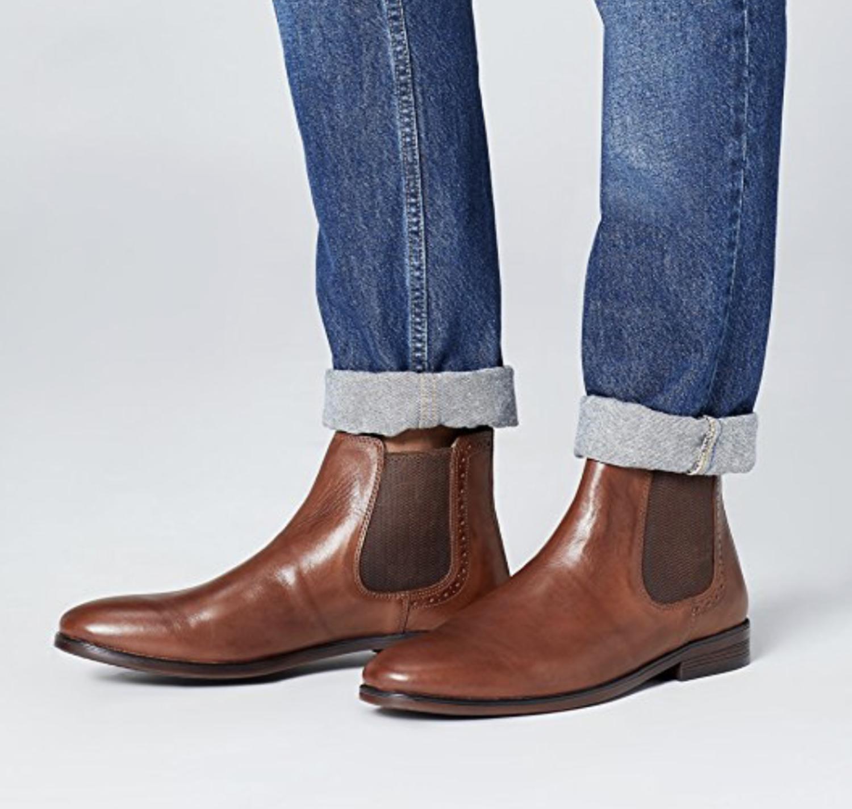 Botas Chelsea marrones de cuero y revestimiento sintético de la marca Find, perteneciente a Amazon.