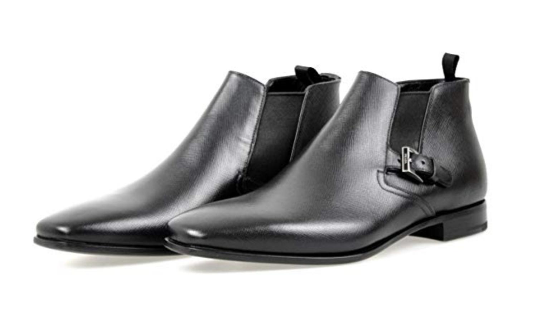 Botas Chelsea de cuero de la marca Prada.