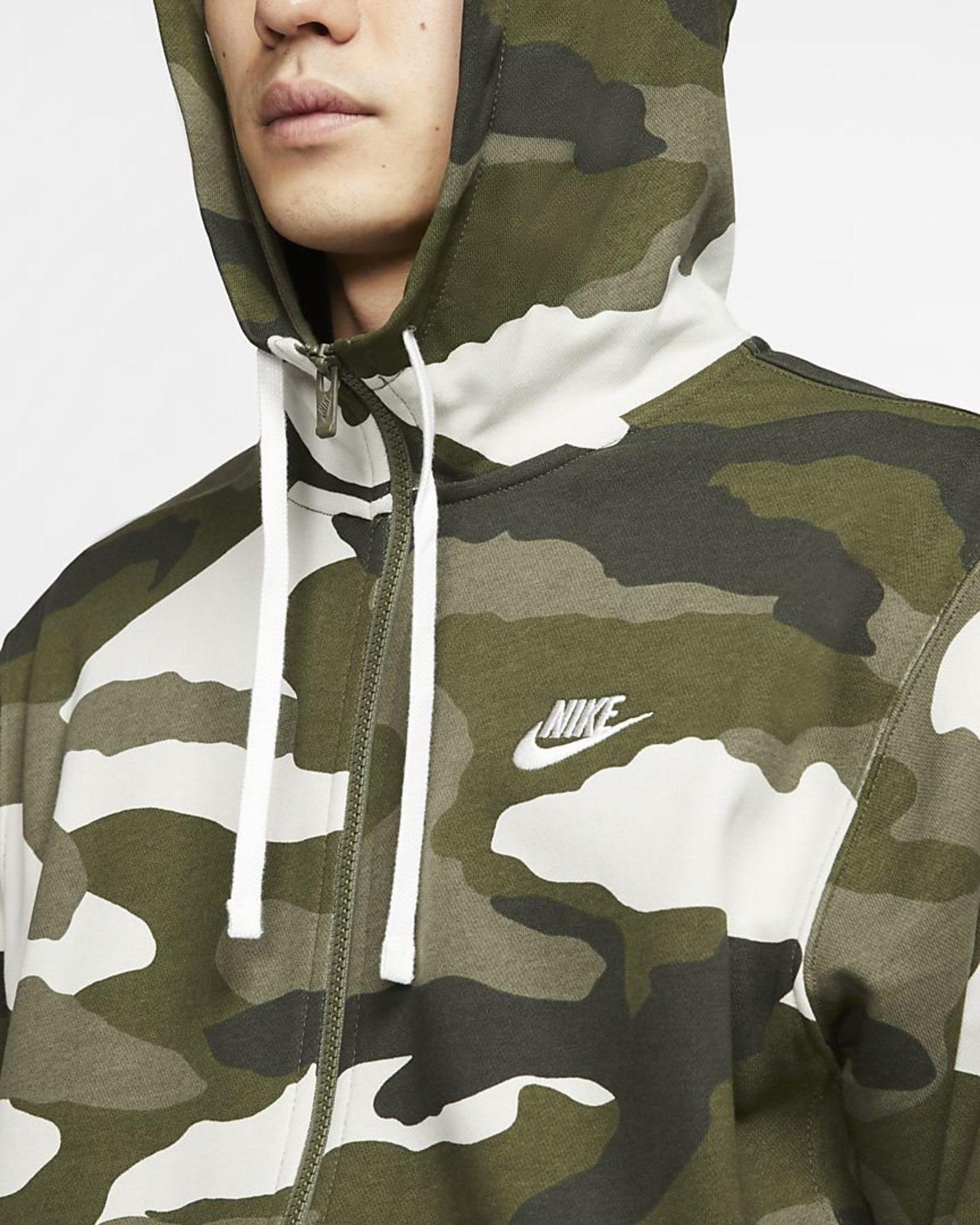 Sudadera con capucha y cremarella 'camo' de Nike.
