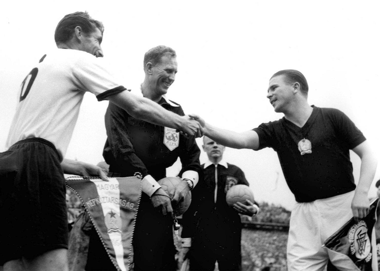 Alemania con equipación Adidas en la final del Mundial de Suiza 1954 ante Hungría.