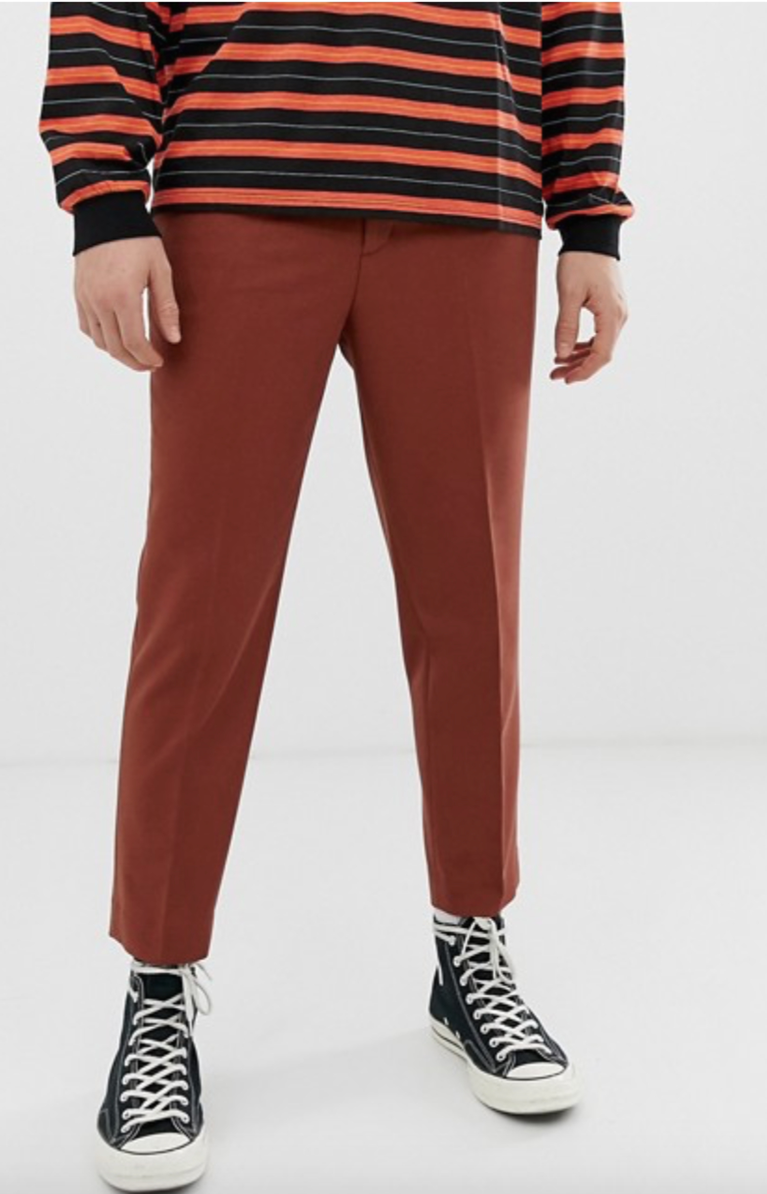 Pantalón color teja.