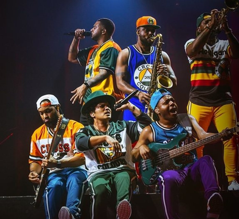 Bruno Mars ha lucido sus camisetas en alguno de sus conciertos.