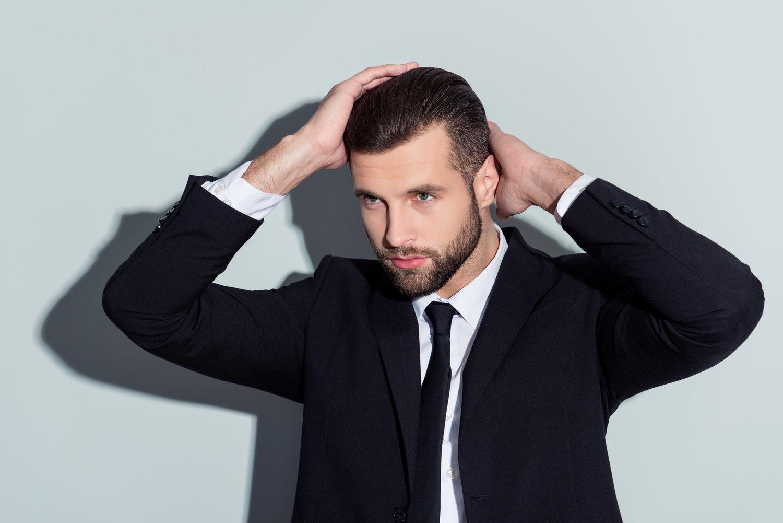 Tocarse el pelo en exceso hará que se ensucie más fácilmente.