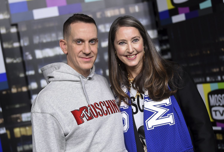El diseñador Jeremy Scott fue el elegido en el año 2018 para realizar la colección de Moschino x H&M