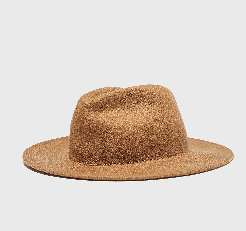 Sombrero ala ancha.
