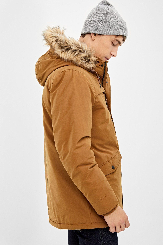 La parka es un abrigo perfecto para tu look más casual.
