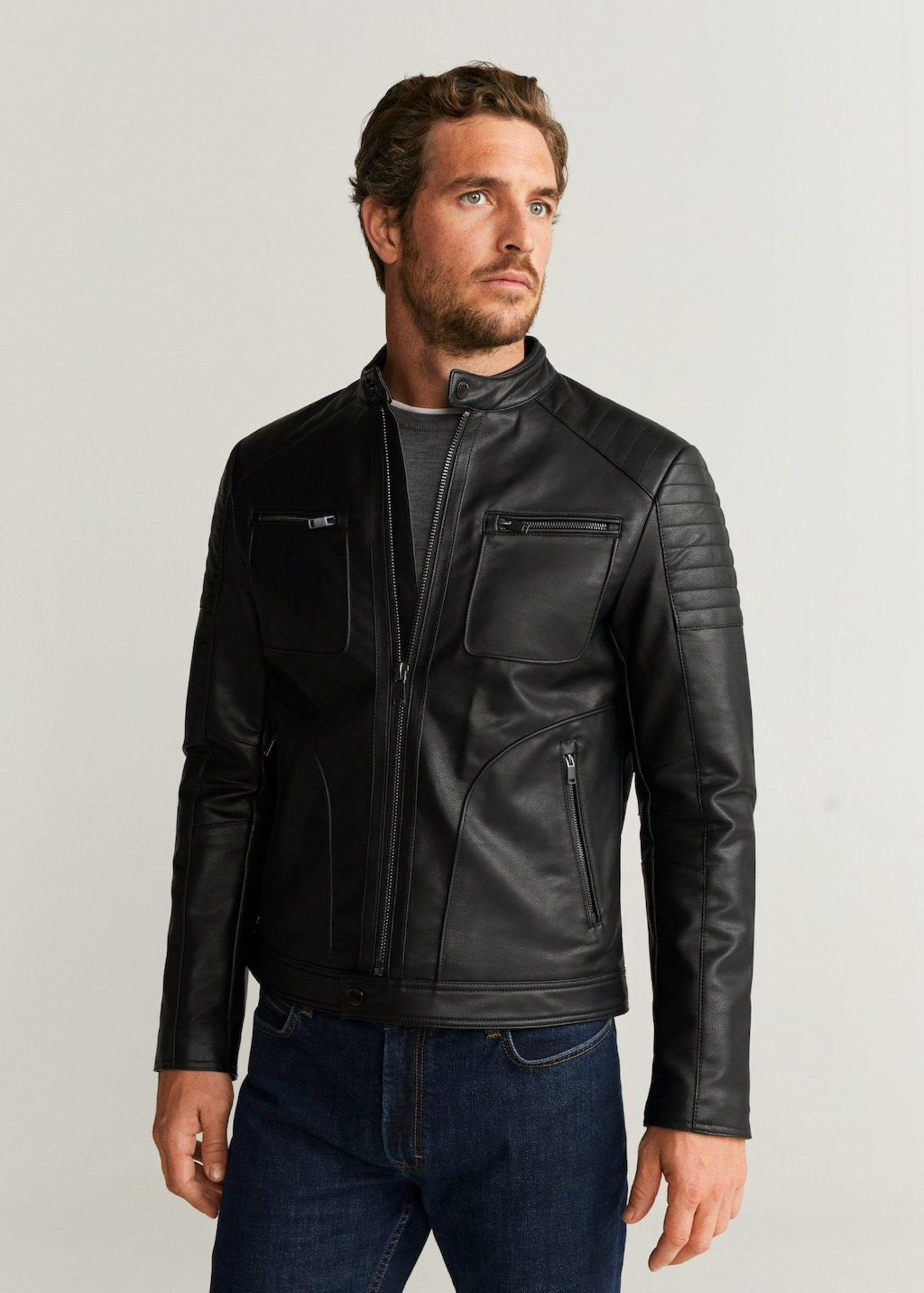 La biker de cuero es una de esas prendas perfectas en el mundo de la moda.