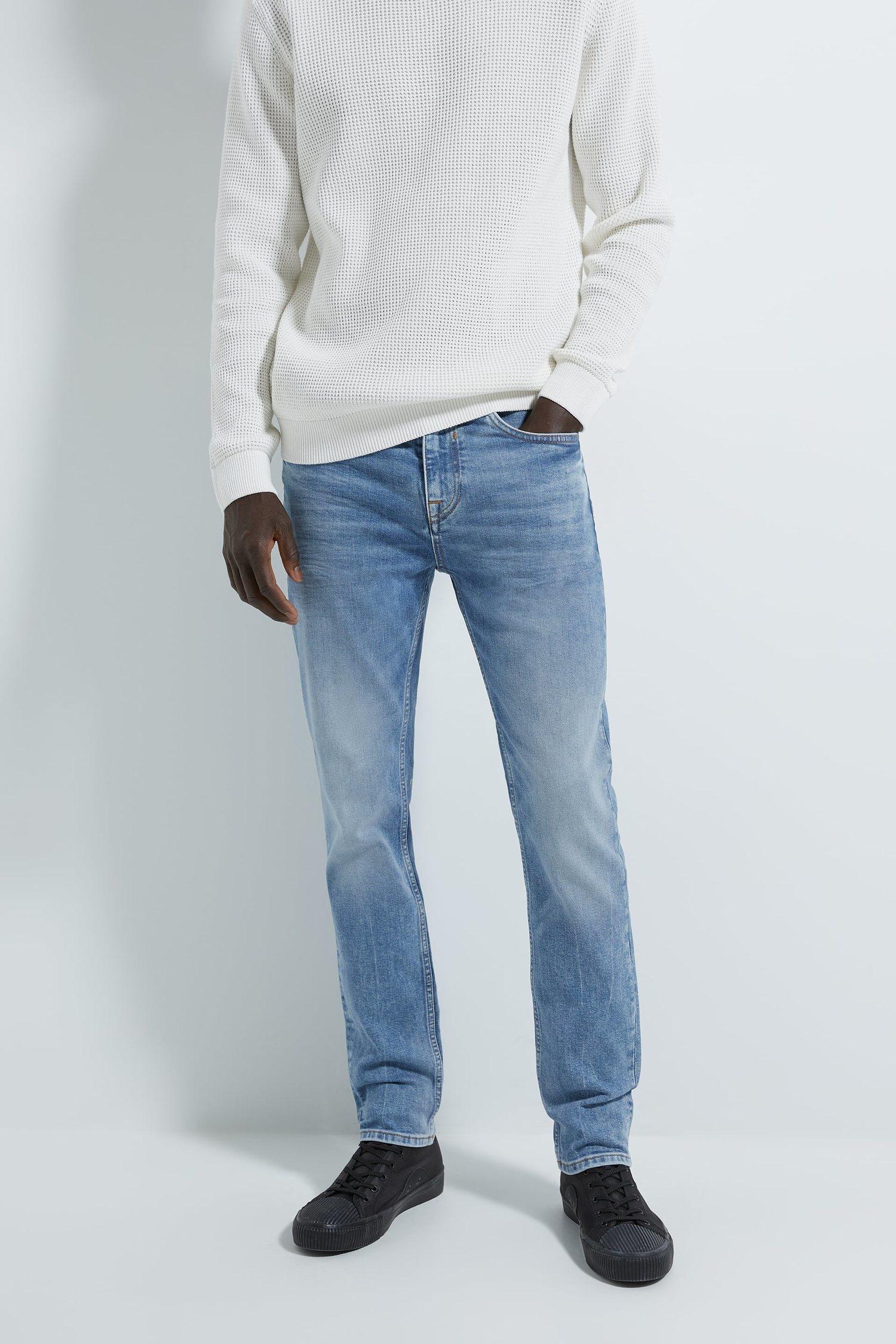 Slim es la perfecta opción para llevar un pantalón ajustado sin que resulte demasiado incomodo.
