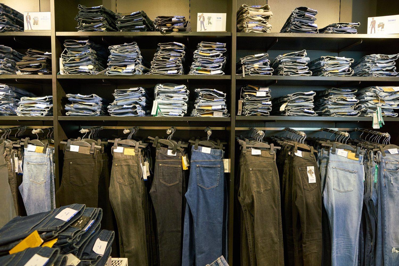 Comprar en una tienda especializada en ropa vaquera puede ser muy complicado.