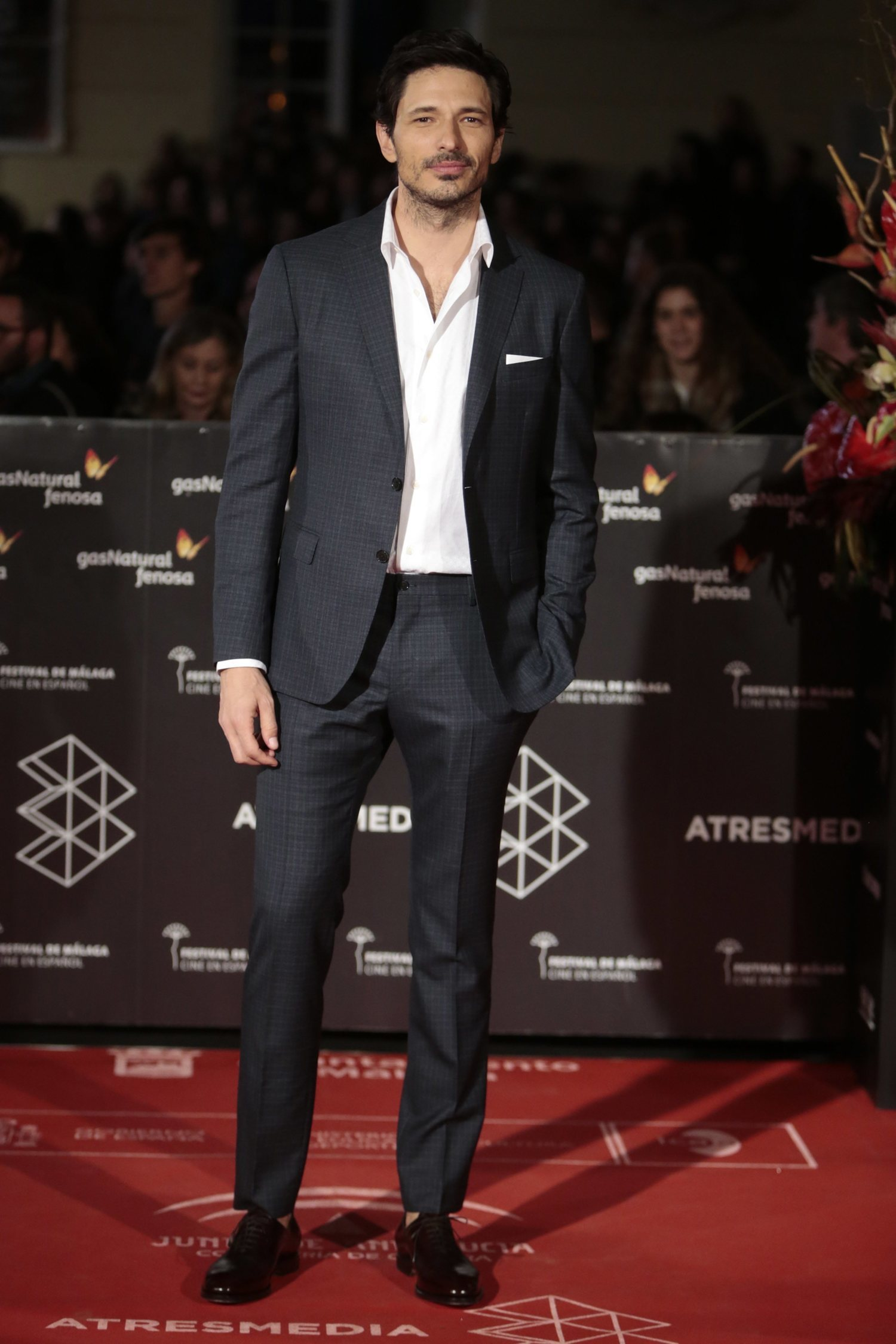 El modelo y actor, Andrés Velencoso, suele optar por esta combinación.