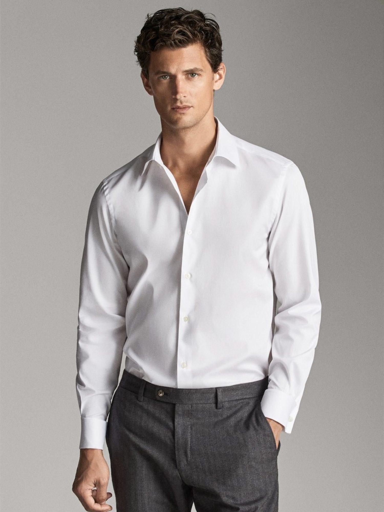 Camisa blanca estilo tailored.