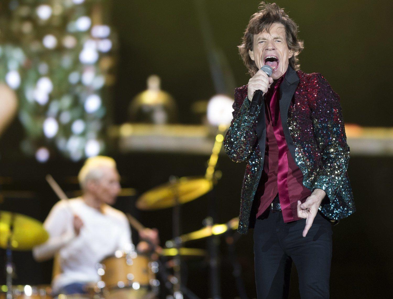 Mick Jagger con una americana de lentejuelas durante uno de sus conciertos.