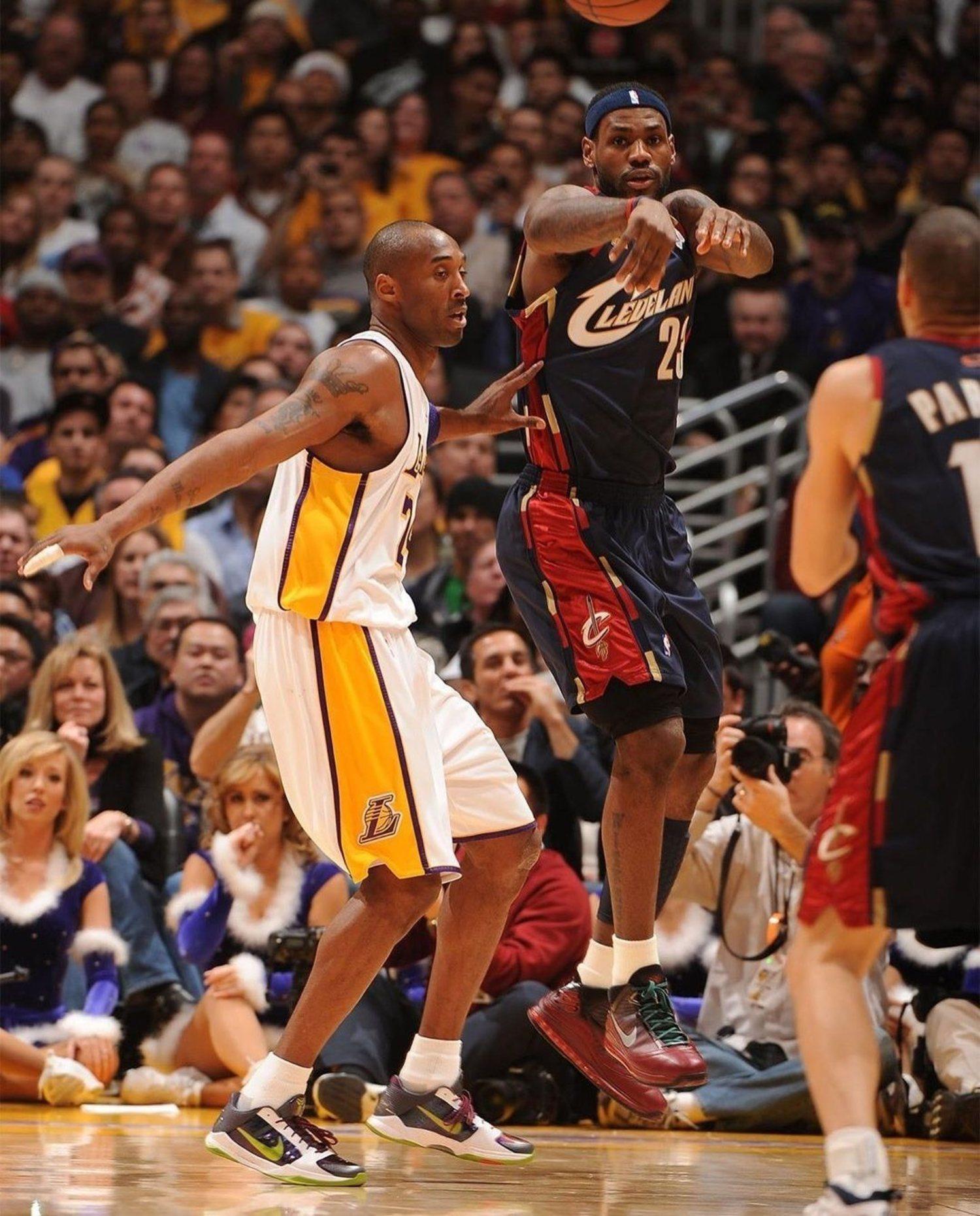 Las zapatillas de LeBron en el partido de 2009.