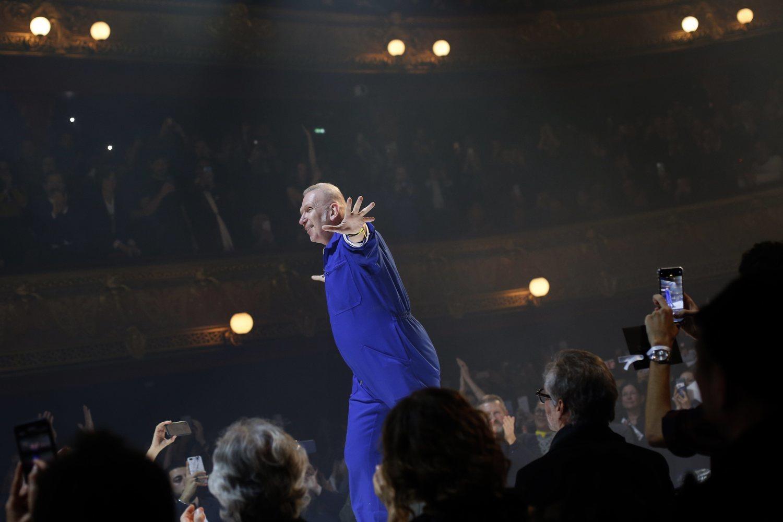 Jean Paul Gaultier ha recibido una merecida ovación en su último desfile.