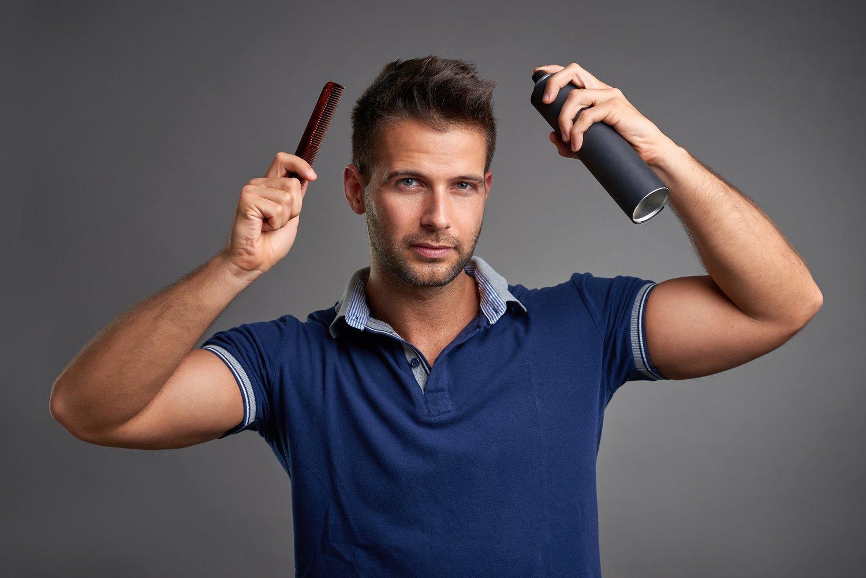 Gracias a la laca podemos dar forma y fijar el pelo por mucho tiempo, incluso desafiando la gravedad.