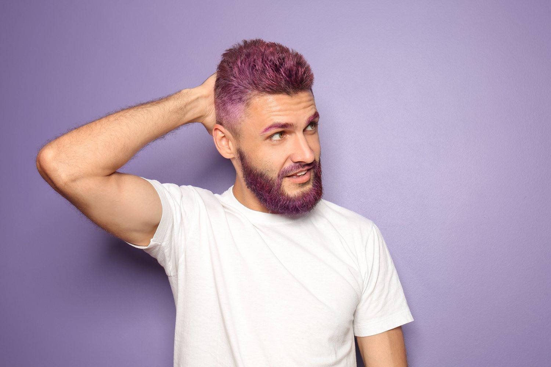 Teñirse la barba del mismo color que el pelo es tendencia.