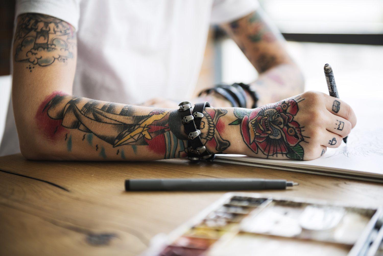 Los prejuicios sobre los tatuajes han disminuido.