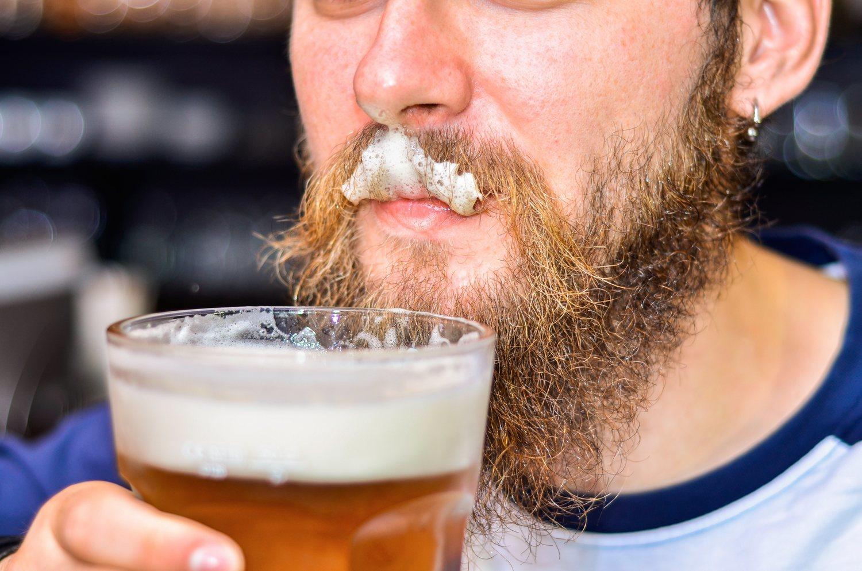 A lo largo del día nuestra barba entra en contacto con numerosos productos que pueden ensuciarla o dañarla.