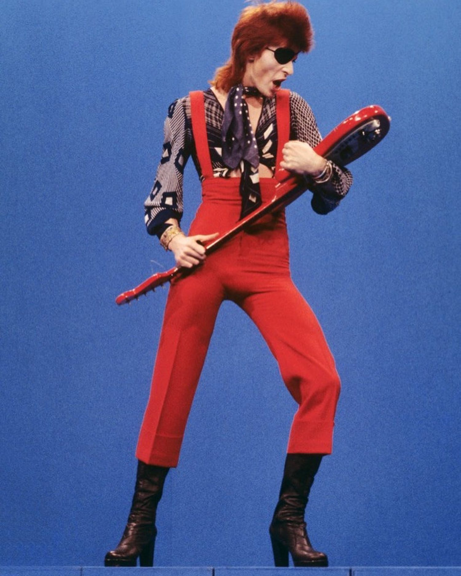 David Bowie también se sumó a llevar tacones.