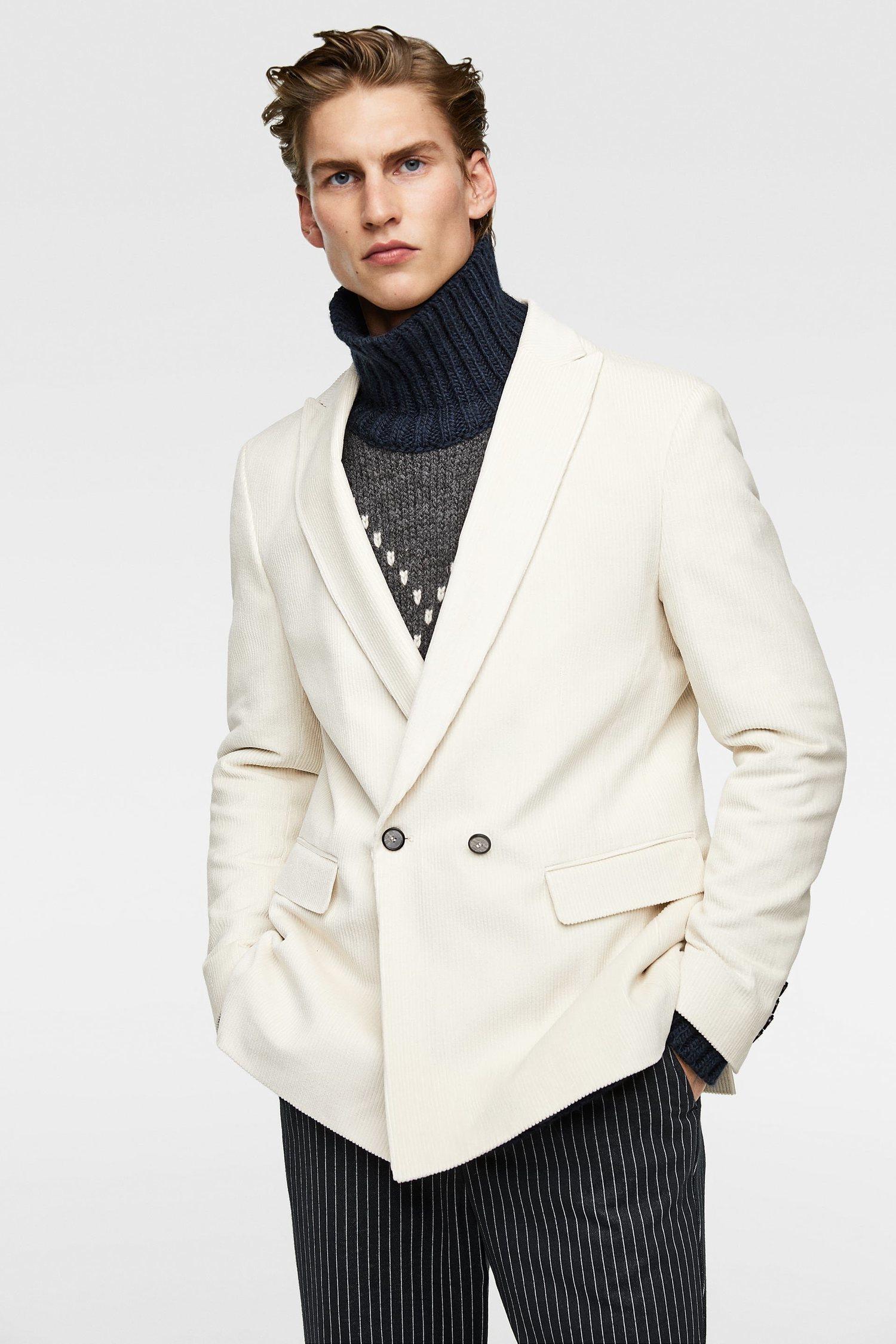 Blazer cruzado de pana blanco de Zara.