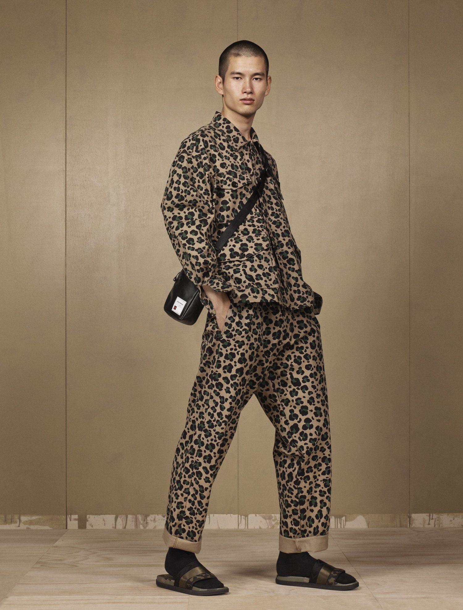 El nuevo estampado de Zara rompe con la estética militar tradicional.