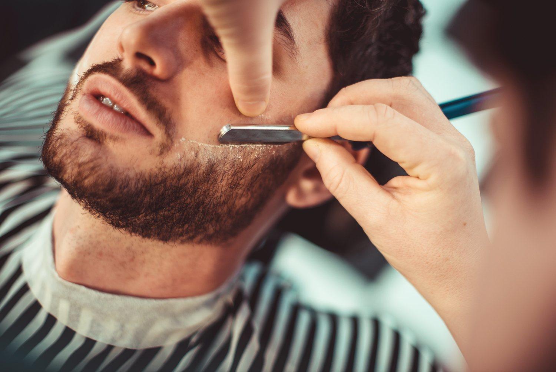Si no te atreves a hacer la forma en mejillas y cuello, puedes acudir a una barbería.
